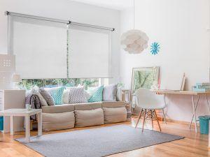 ¿Son mejores los estores o las cortinas para mi hogar?